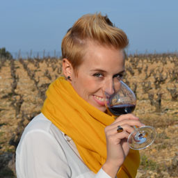 Tiphaine Thibert, Sommelier and guide workshops vineyards and wines